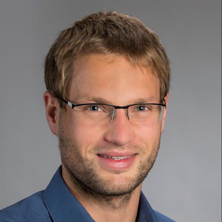 Dr. Nils Karow